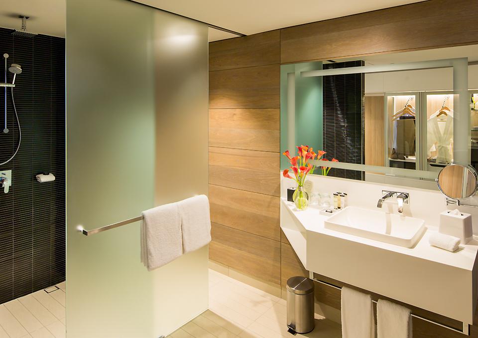 Pullman Sydney Airport superior room walk in shower