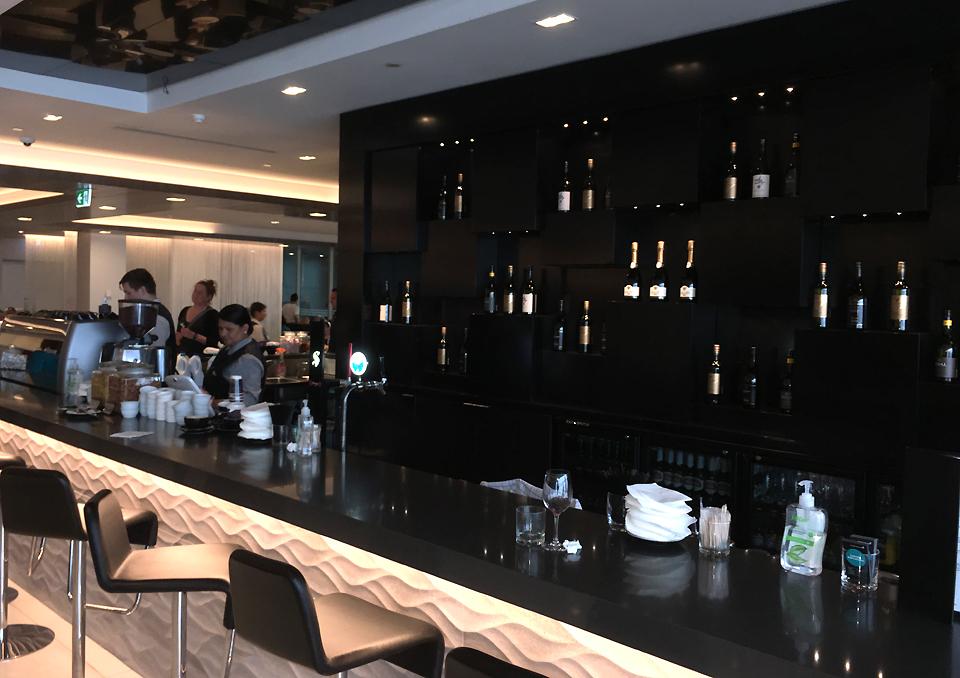 koru-lounge-auckland-bar1