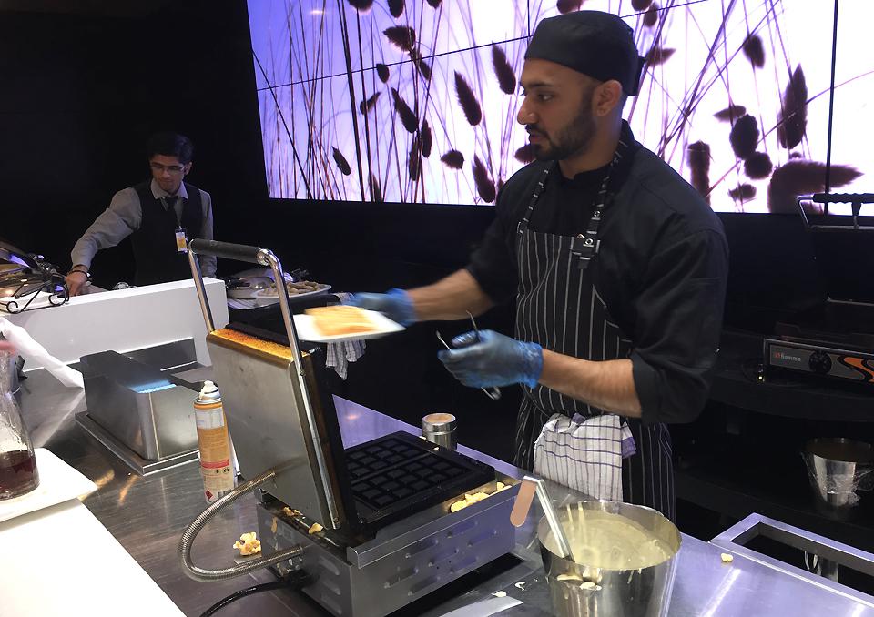 koru-lounge-auckland-fresh-waffles