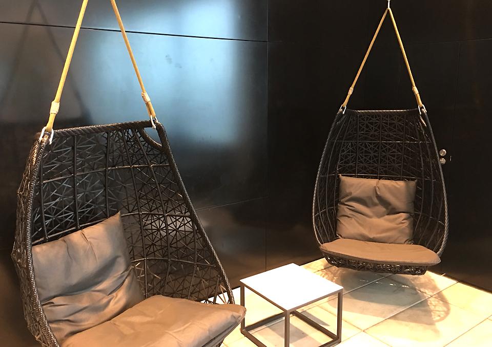 koru-lounge-auckland-pods