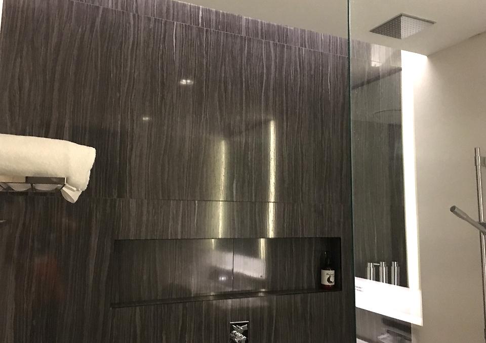 koru-lounge-sydney-showers