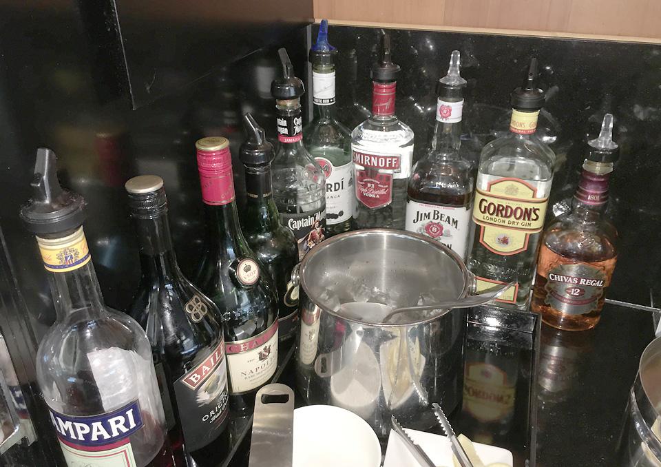qantas_auckland_lounge_beverages1
