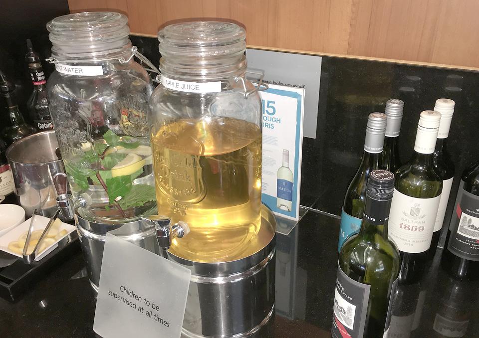 qantas_auckland_lounge_beverages3