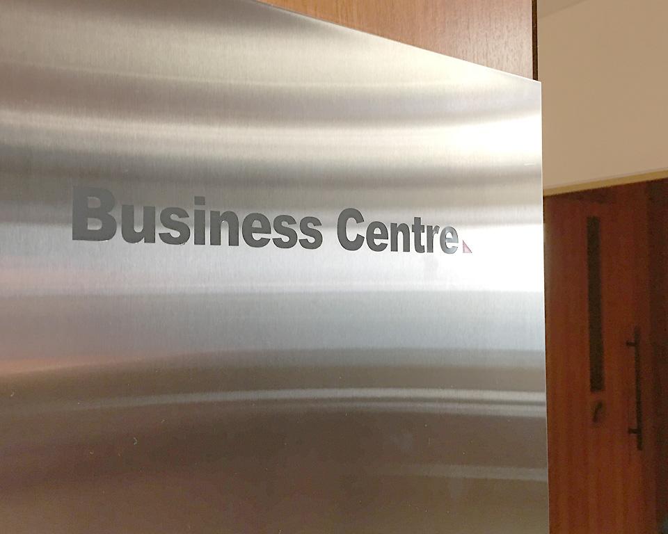 qantas_auckland_lounge_business_centre