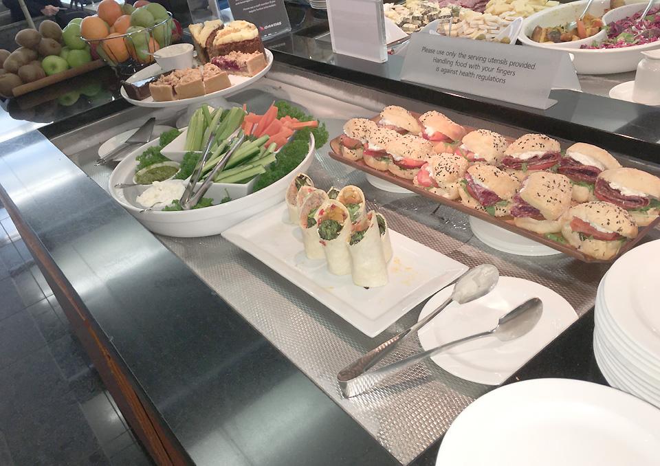 qantas_auckland_lounge_food