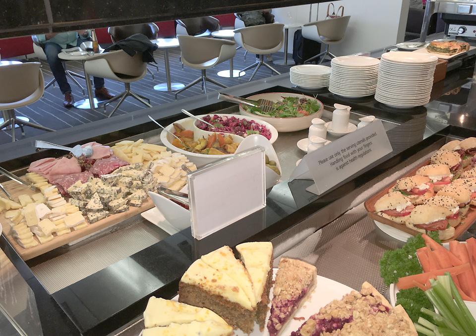 qantas_auckland_lounge_food2