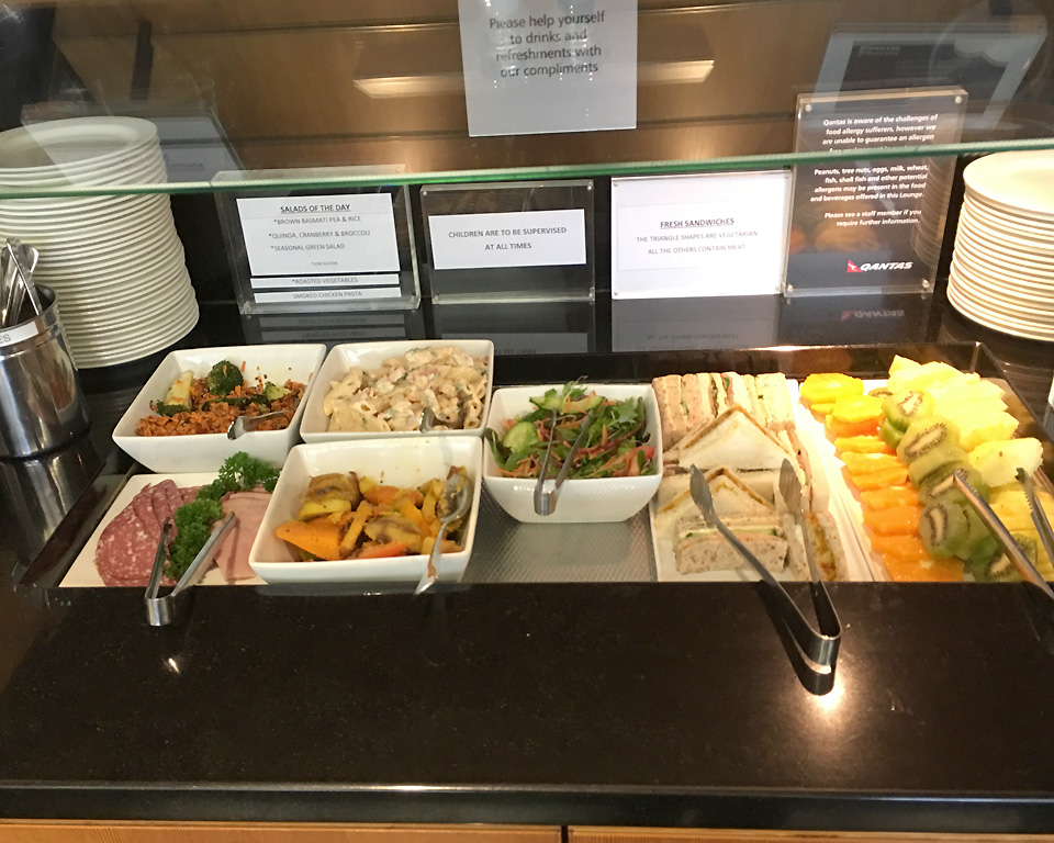 qantas_auckland_lounge_food4