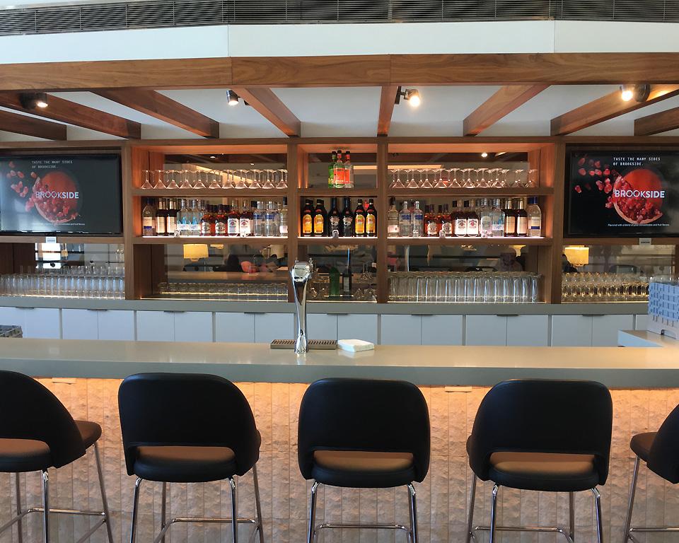 star_alliance_lounge_los_angeles_balcony_bar1