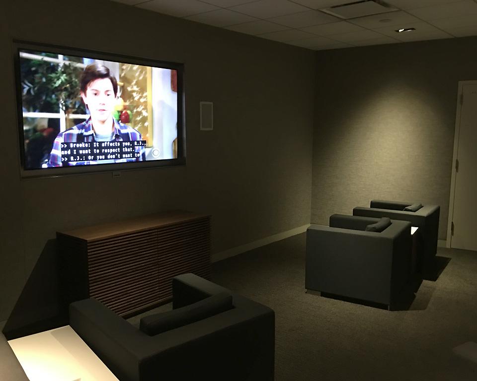 star_alliance_lounge_los_angeles_media_room