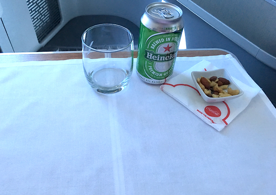 amerian-airlines-b878-business-class-cabin-beer